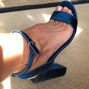 NWOT SANDRO blue velvet heeled sandals sz39